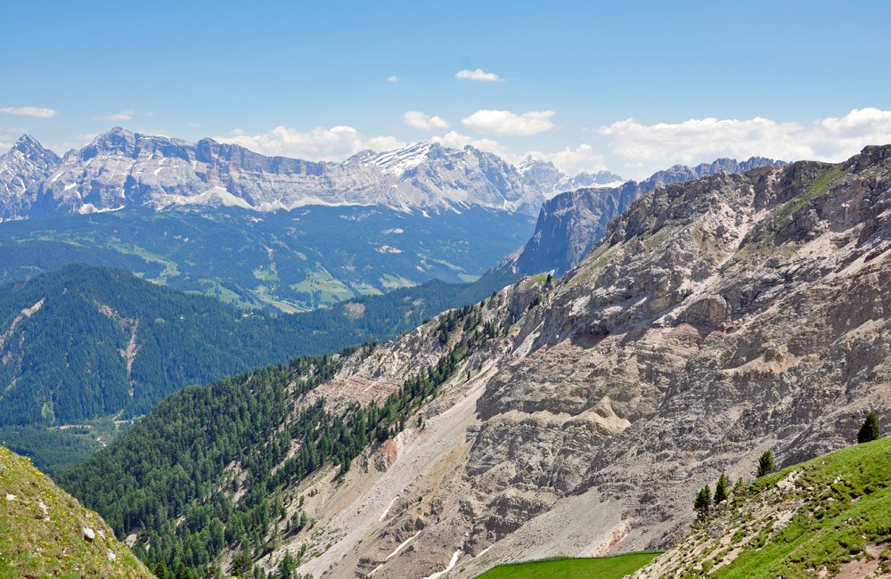 "Dolomites holidays in South Tyrol: Fascinating World Heritage Site"" (Reinhold Messner)"